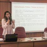 Professora ministra palestra sobre Comunicação Pública