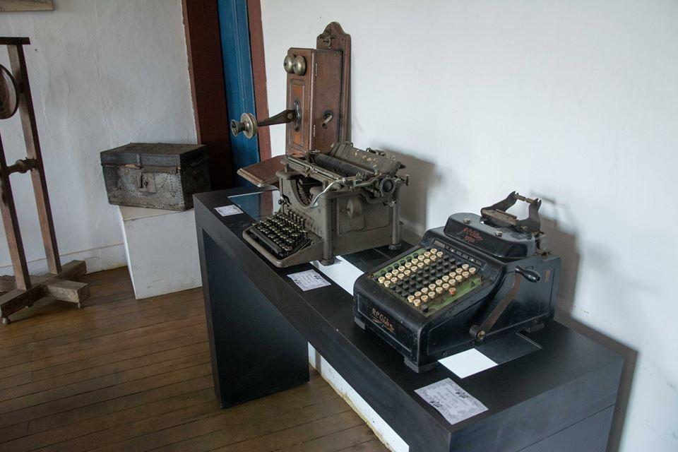 Históricos objetos como máquinas de escrever foram expostos