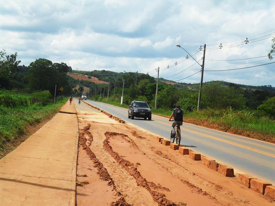 As ciclovias estão em condições deploráveis - FOTO: Angela Gonçalves