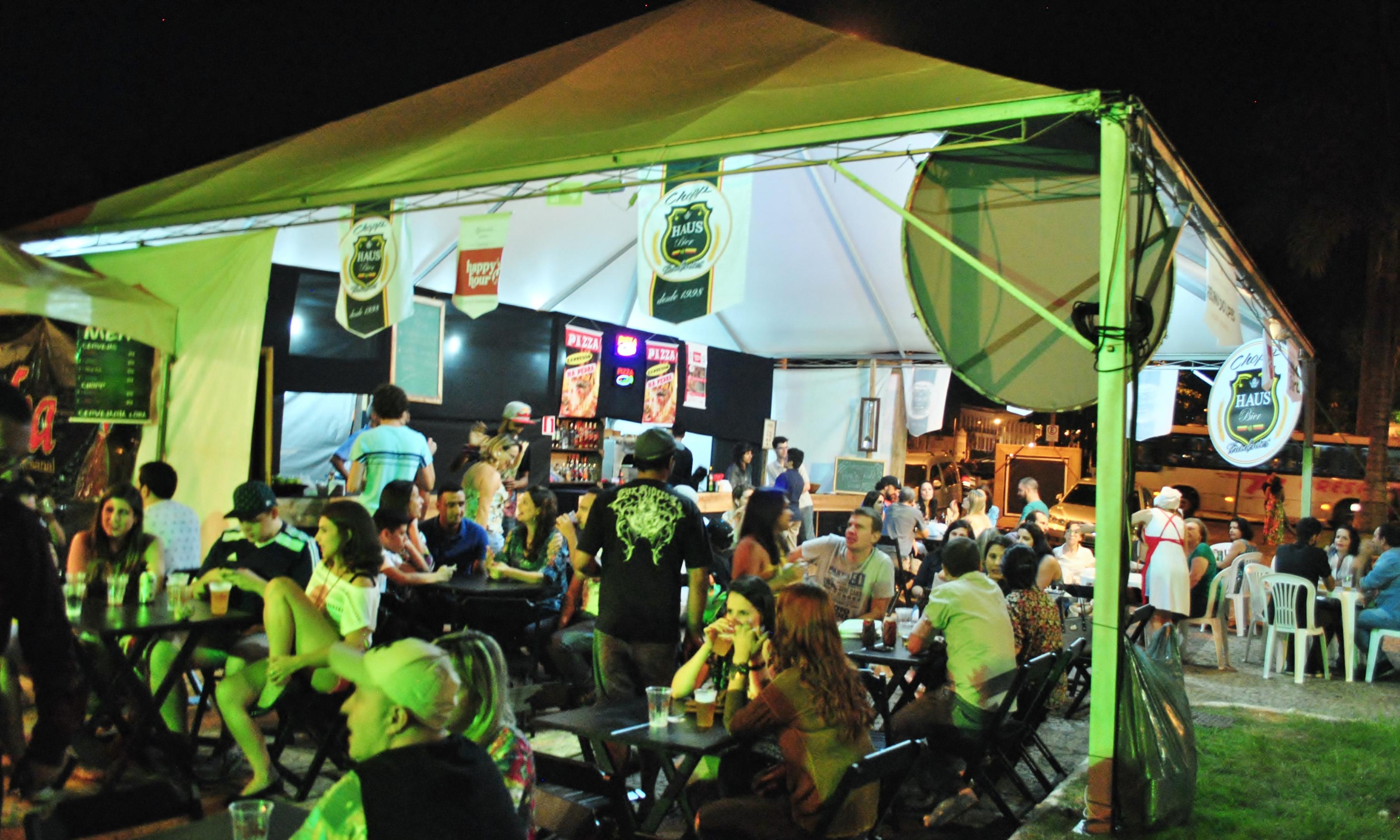 Praça de alimentação montada para o evento. FOTO/VAN: Lucas Almeida