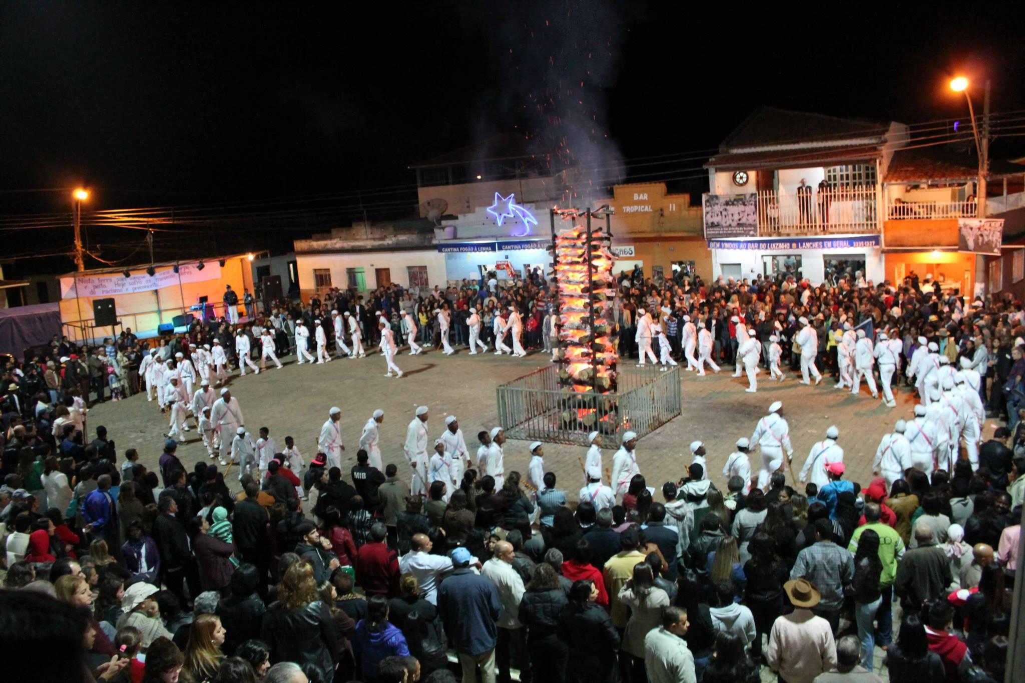 Dança da fogueira é uma das celebrações aguardadas na Festa de Maio - FOTO: Danúsia Monteiro