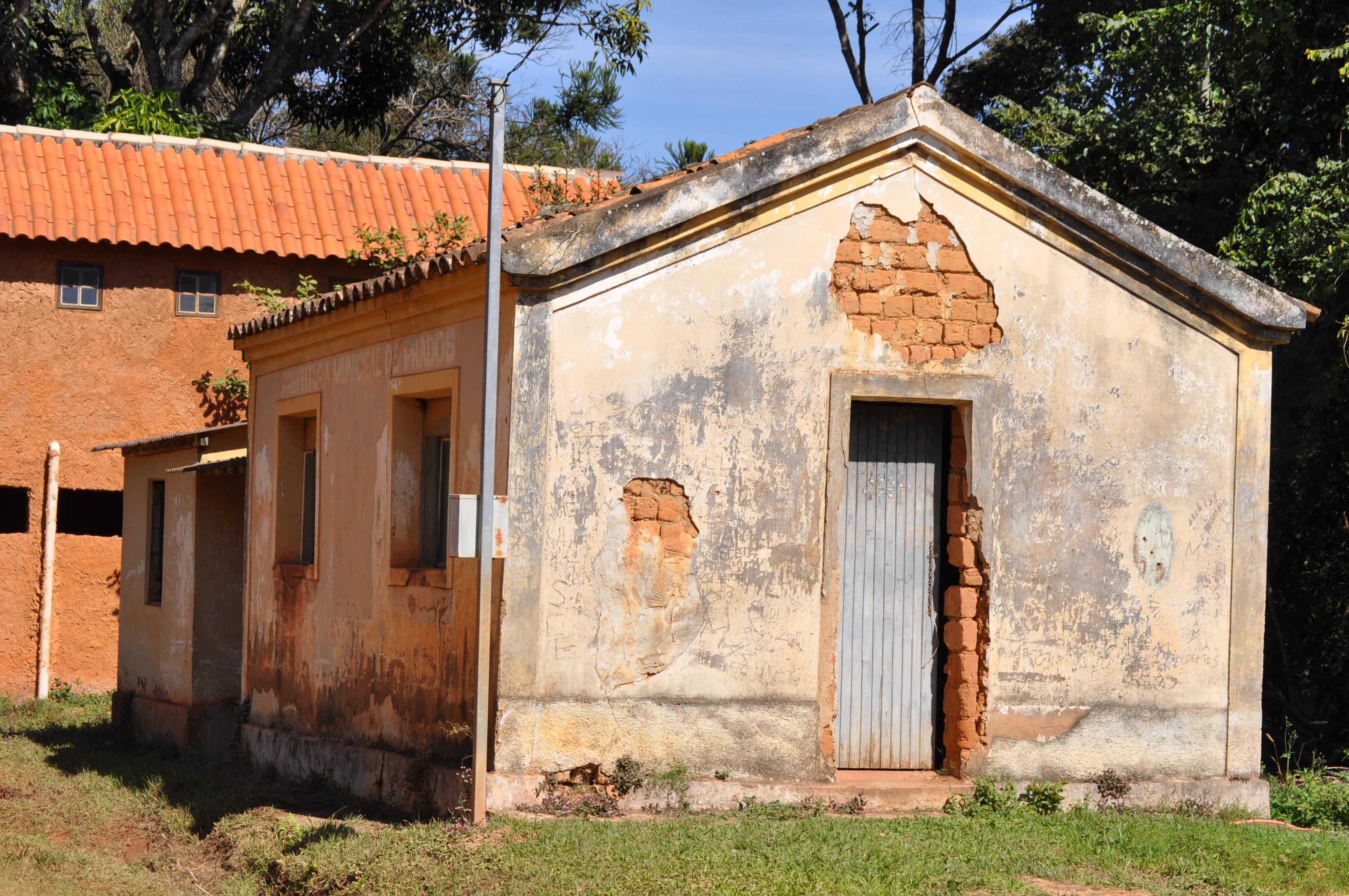 Um grito ao abandono: antiga escola do Bichinho pode virar espaço cultural