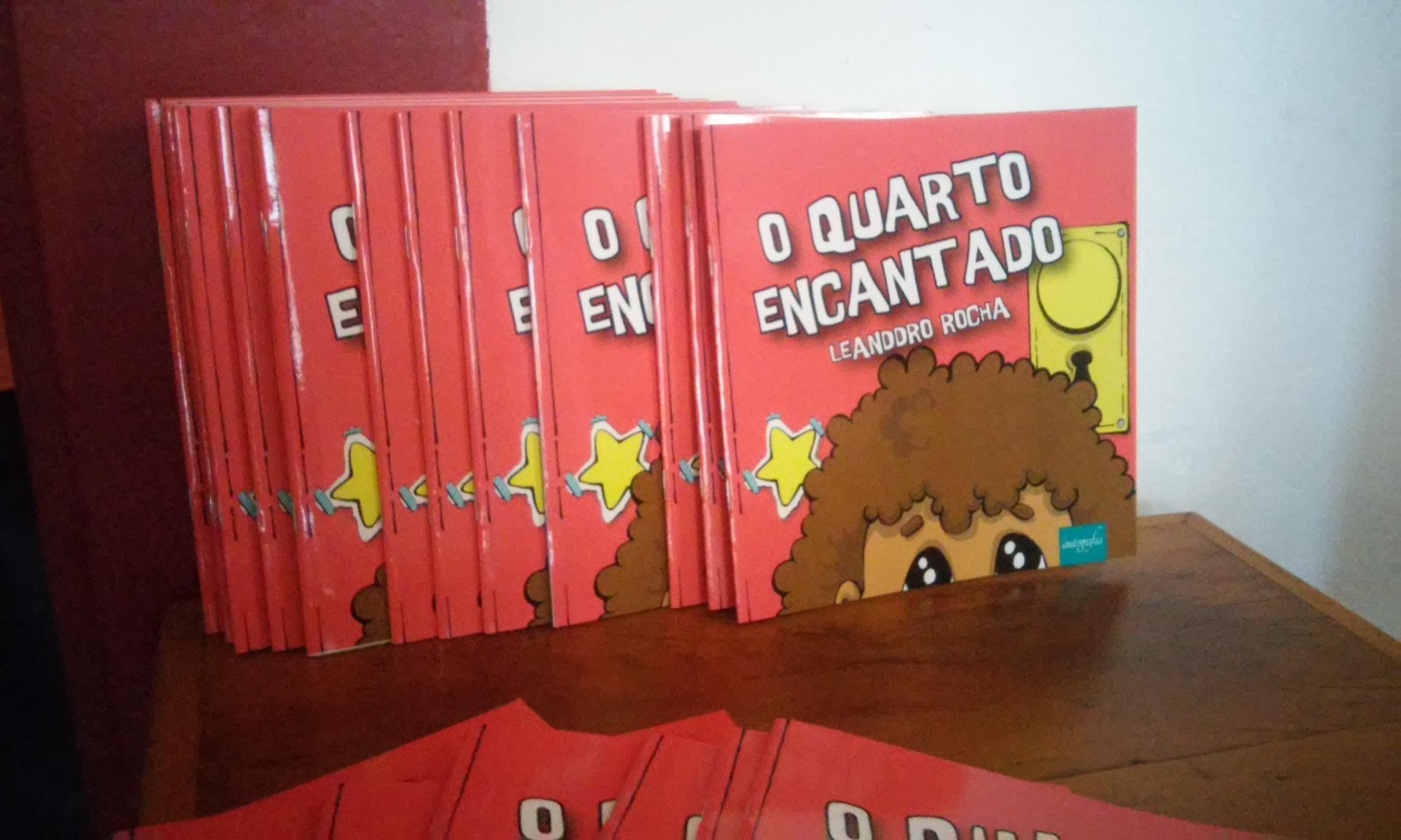 Lançamentos de livros e show marcam o último dia do Felit