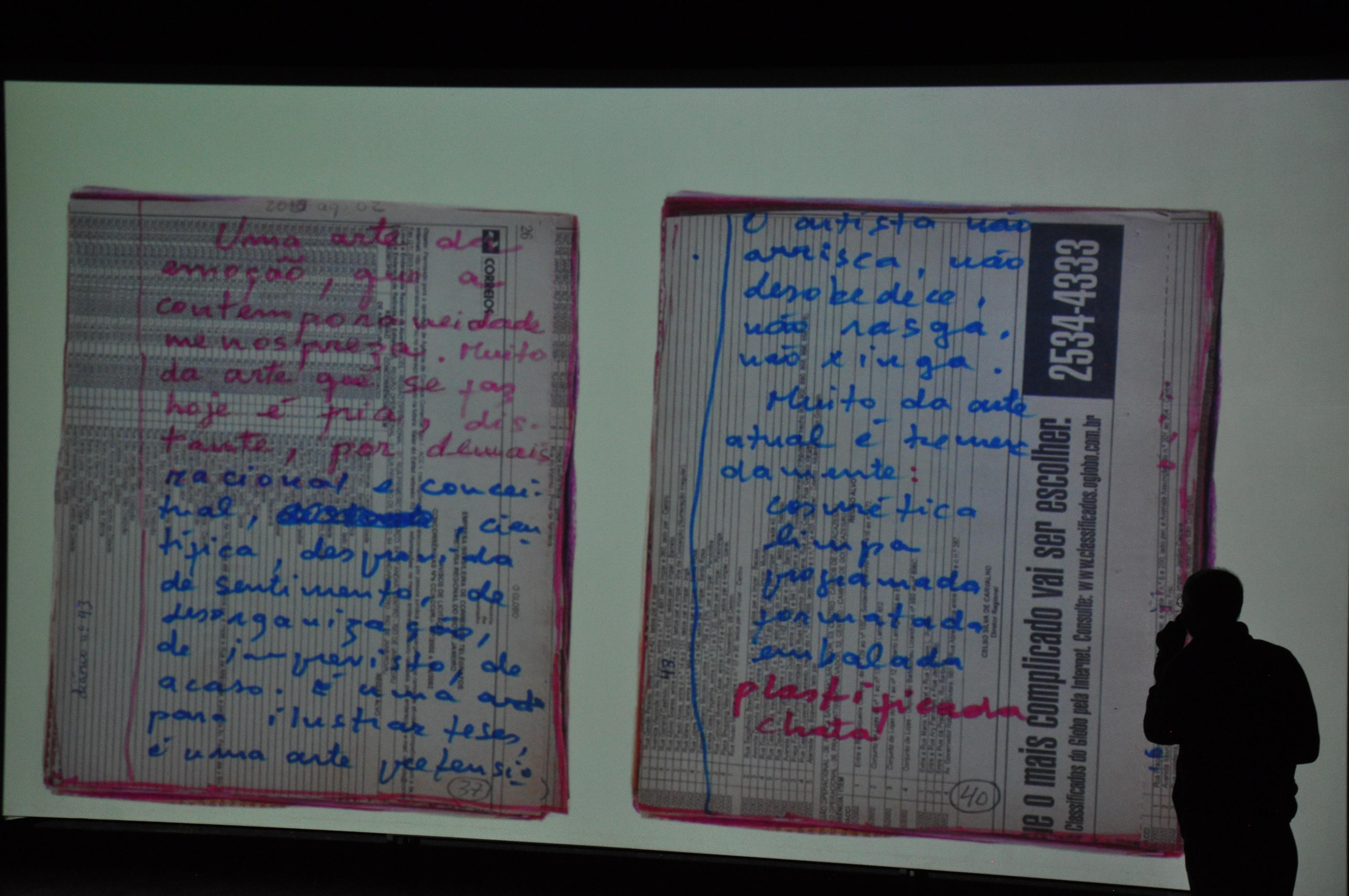 Joaquim Paiva abre as páginas de seus diários para o público no Foto em Pauta. (Foto: Scarlet Freitas e Vanessa Vicente/VAN)