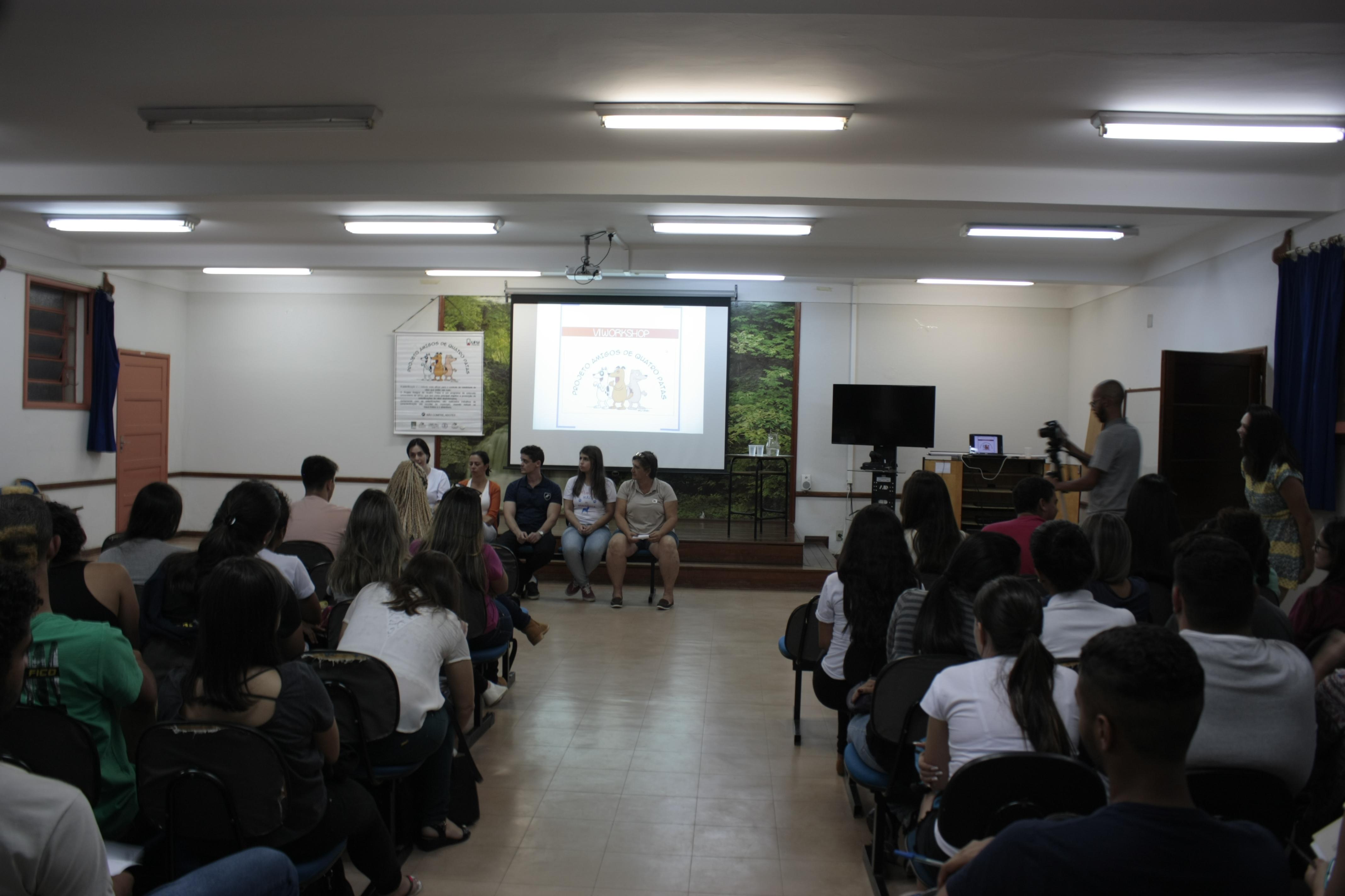 Abandono de animais e o papel da universidade é discutido em Workshop
