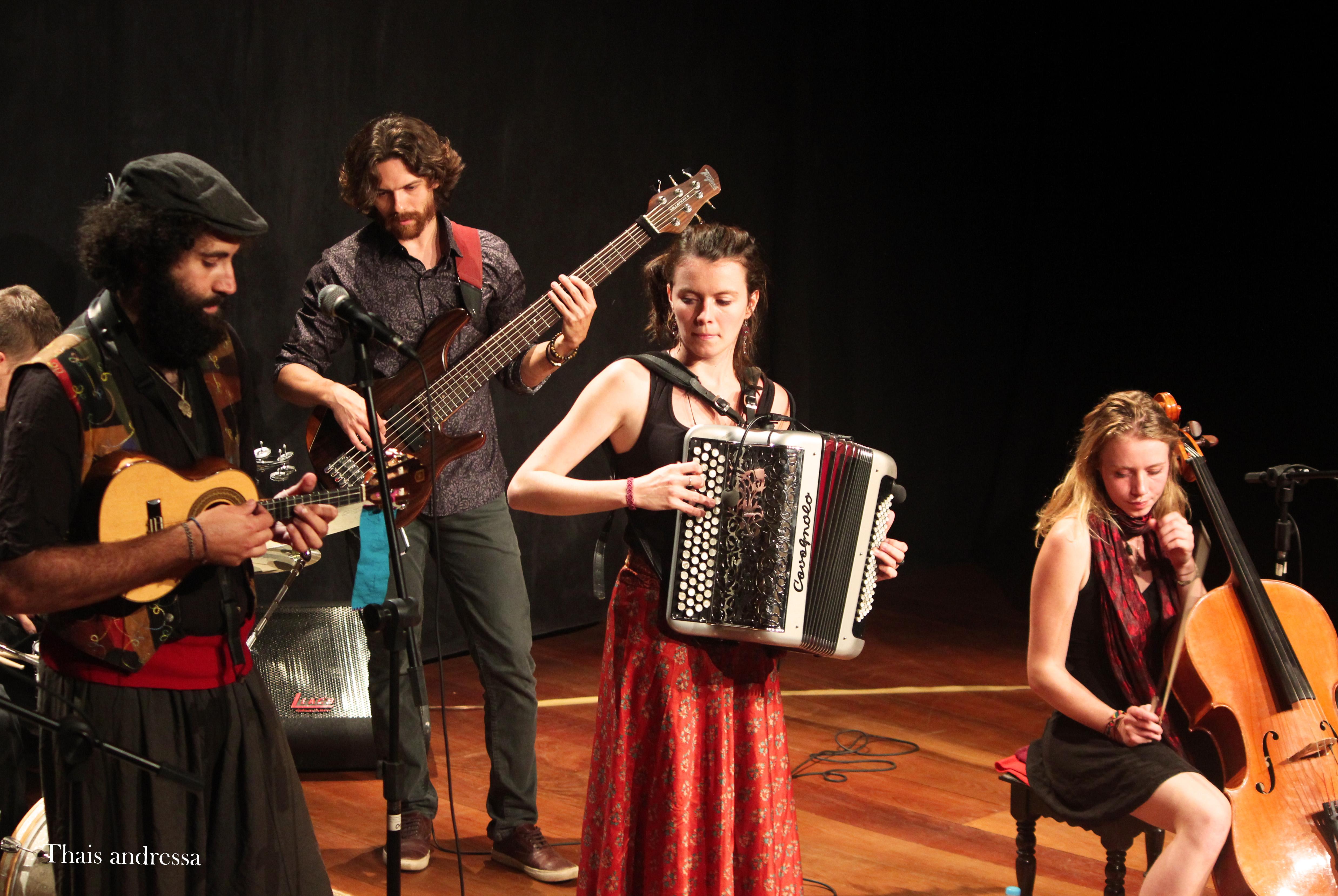Em turnê no Brasil, grupo musical Čao Laru faz shows em cidades mineiras
